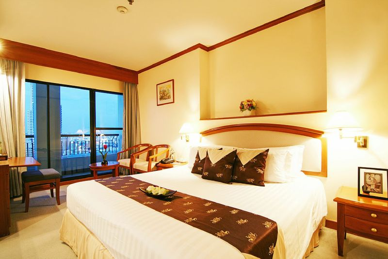 grand diamond suites hotel review