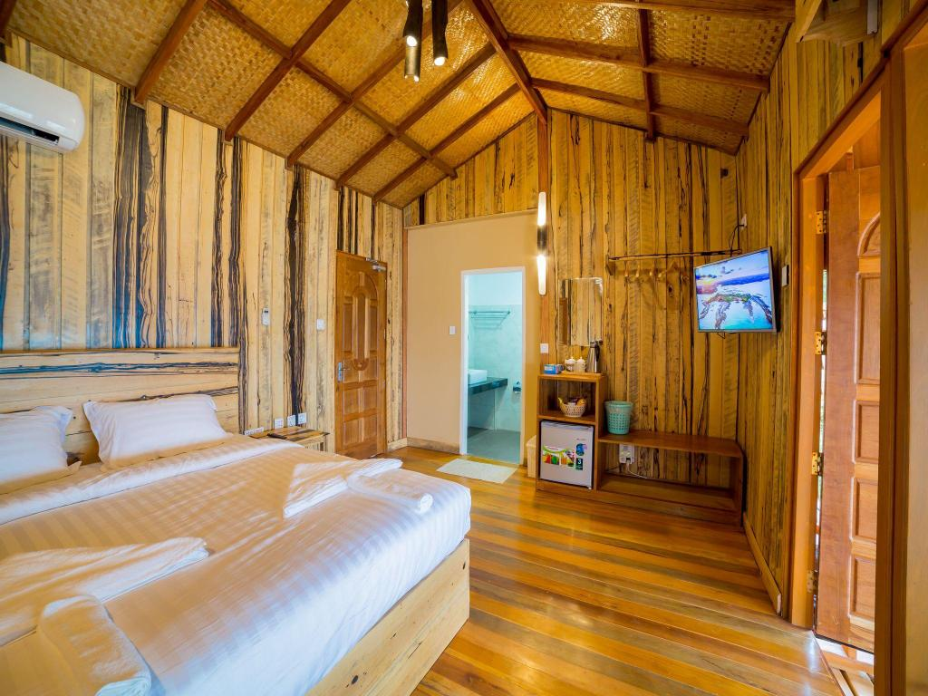 coral view island resort review