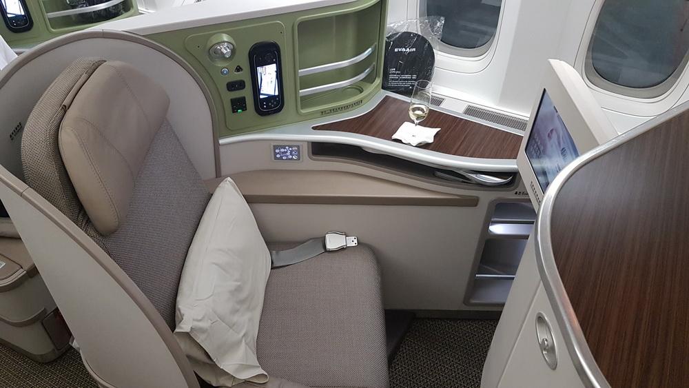 eva air 777 300er business class review