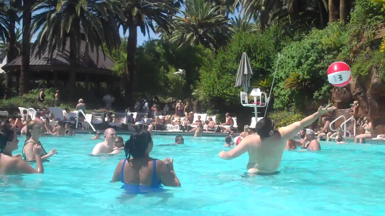 mirage hotel las vegas pool reviews