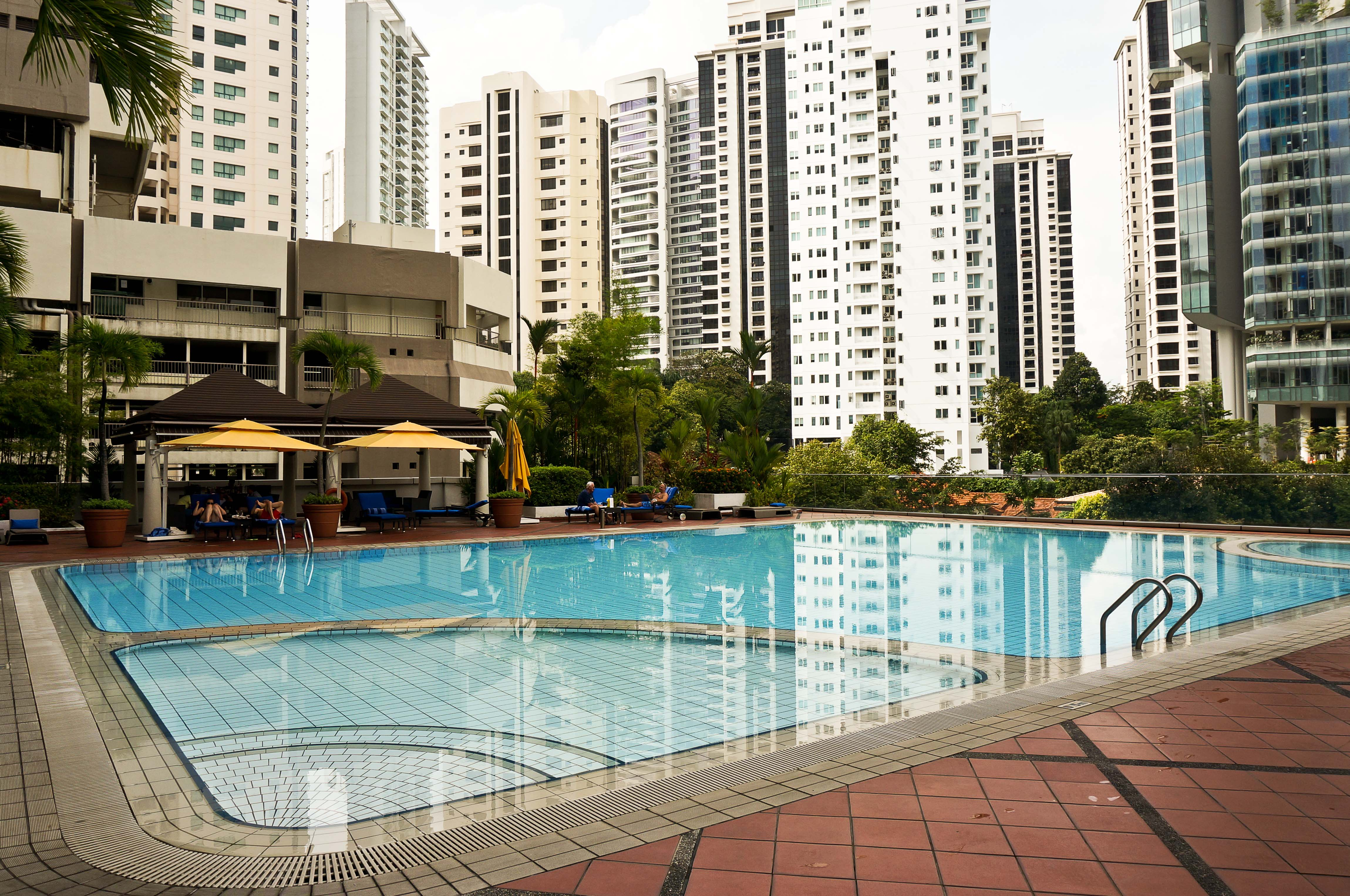 singapore airport swimming pool review